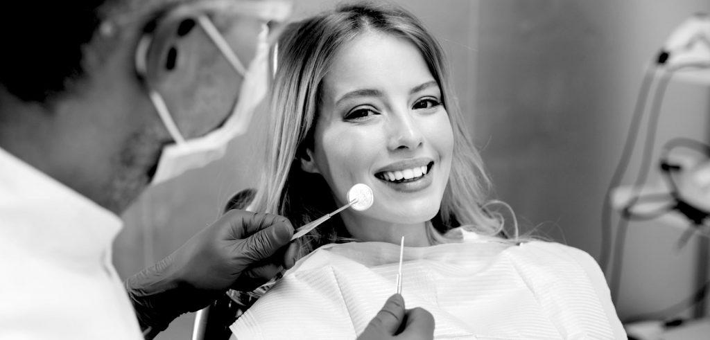 Consolider le traitement d'orthodontie invisible avec l'appareil de contention
